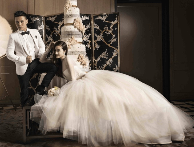 Celebrity-Lynn-Hung-and-Ken-Kwok-Wedding-Photos-Wedding-Dress-Gowns-Vera-wang-central-weddings-01.png