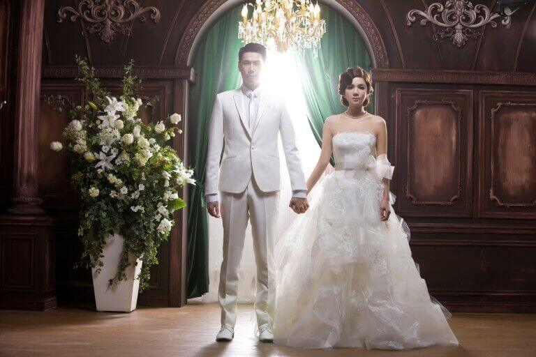 ella-chen-vera-wang-gown-bride3-768x512.jpg
