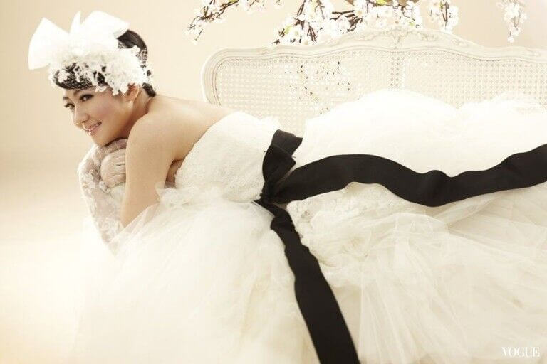 Selina-Jen-vera-wang-bride-celebrity2-768x512.jpg