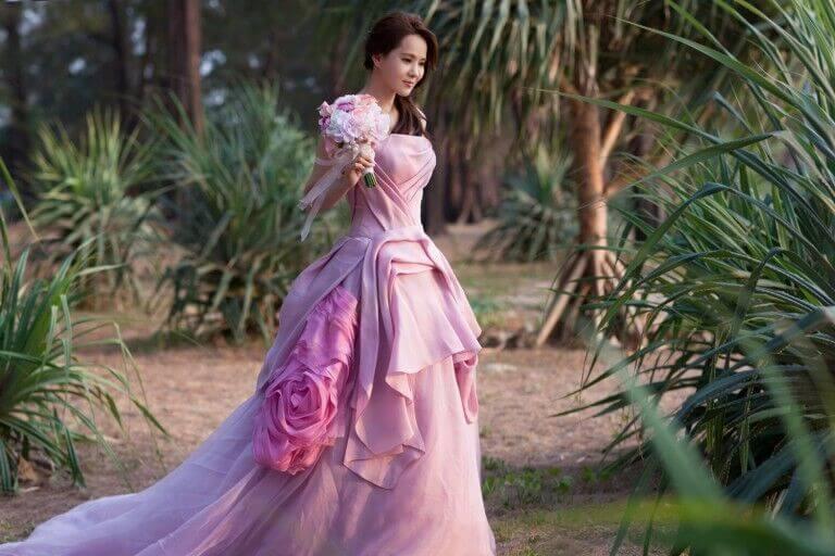 Annie-Yi-vera-wang-bride-gown-celebrity-768x512.jpg