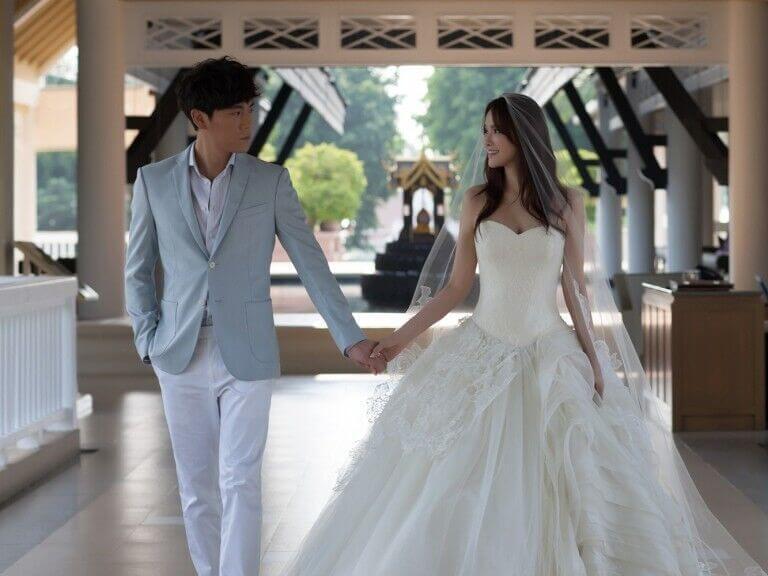 Annie-Yi-vera-wang-bride-gown-celebrity2-768x576.jpg