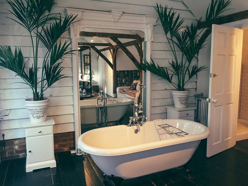 RECALIBRATE in style - Osea's luxurious accommodations are elegantly understated with a nautical twist, perfect for curling up with a good book whilst listening to the calming sounds of the sea. Bedrooms are generously proportioned, bathrooms feature roll top baths and many overlook the coastline. All the properties line the beach where you can take a sunset stroll at low tide. See the more here