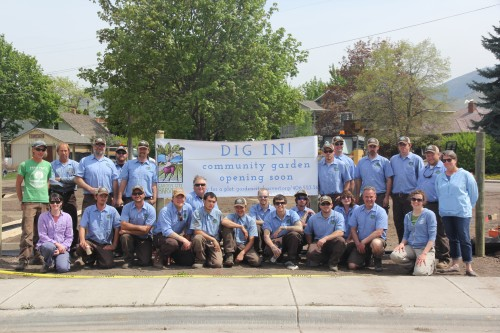 The HUGE Natures Best crew and Garden City Harvest community gardens program staff at the big dig day.