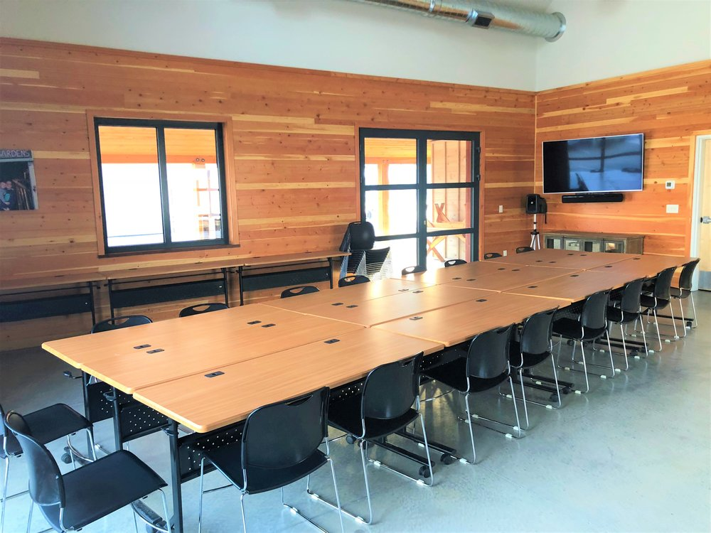 Configurable tables make personalized floor plans easy to set-up and rearrange.