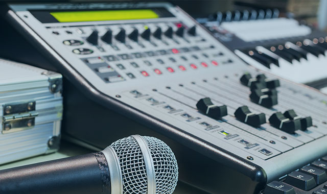 Our instructors have 30 years of experience in the radio broadcast field, and along with our support staff, we offer a class ratio of 5 to 1 that creates an intimate classroom experience.