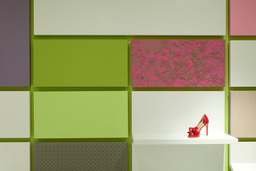 Shoebox NY. The wall tiles can be arranged in different combinations depending on merchandise and seasons.