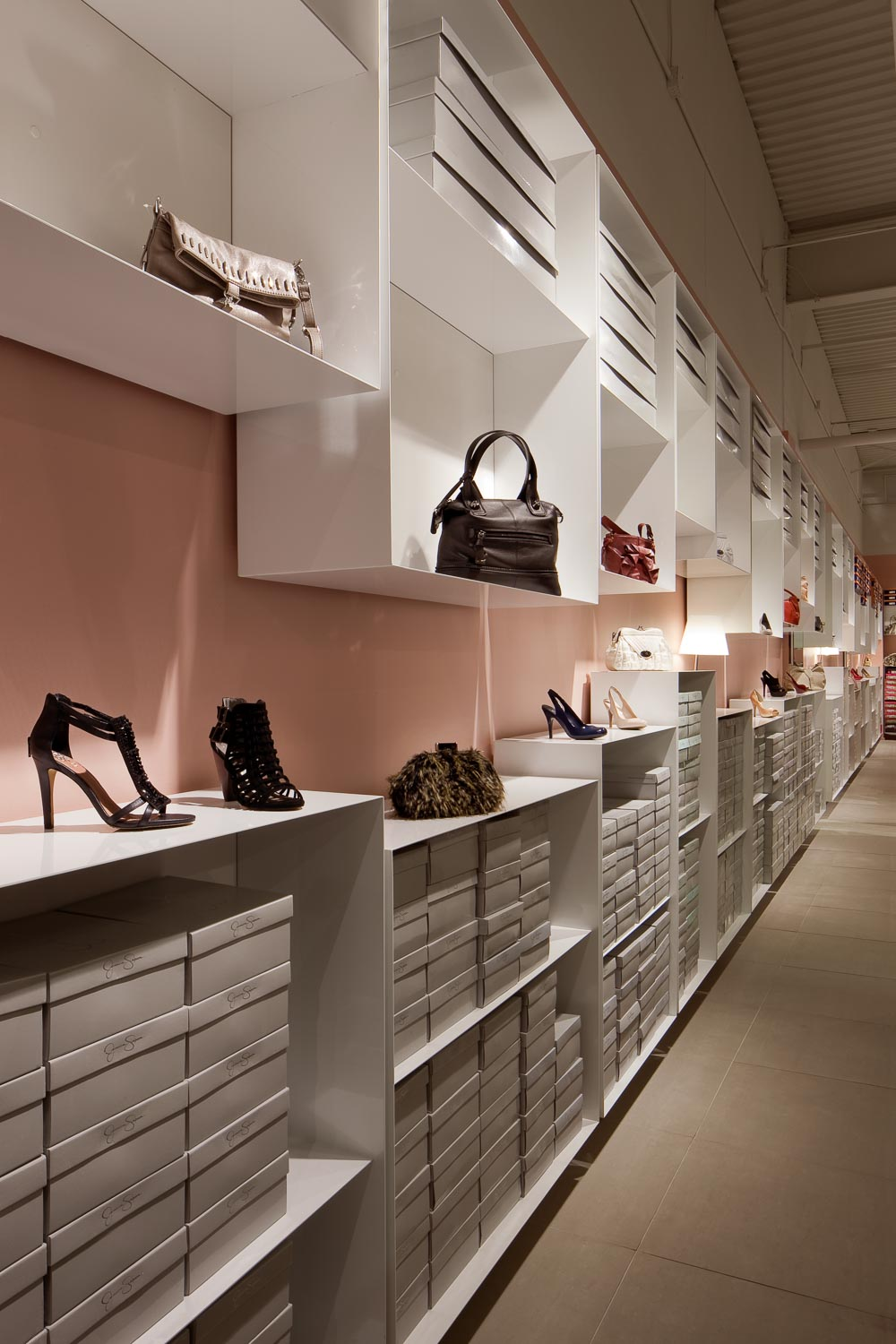 Vince Camuto Outlet Store Design 01.jpg