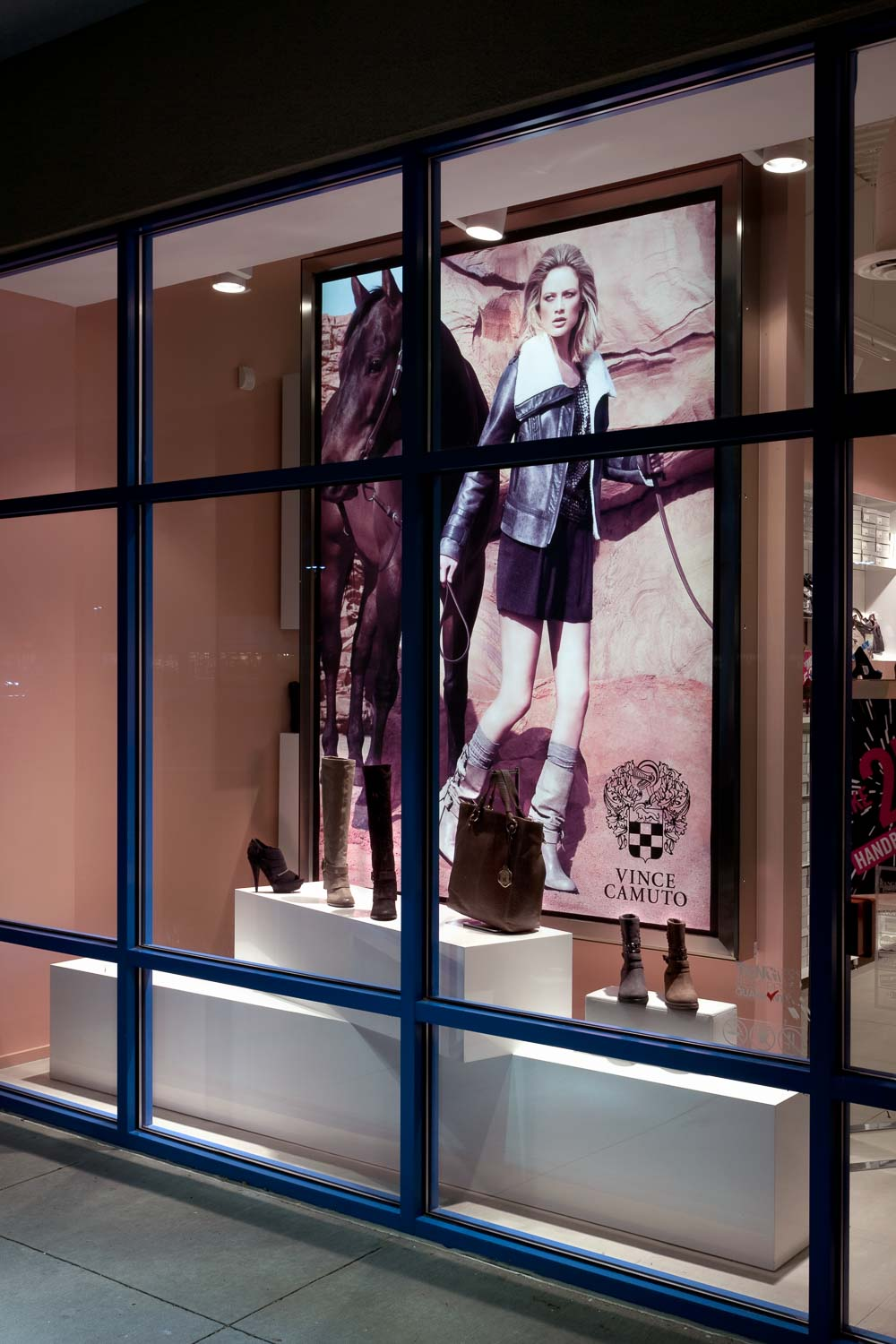 Vince Camuto Outlet Store Design 05.jpg