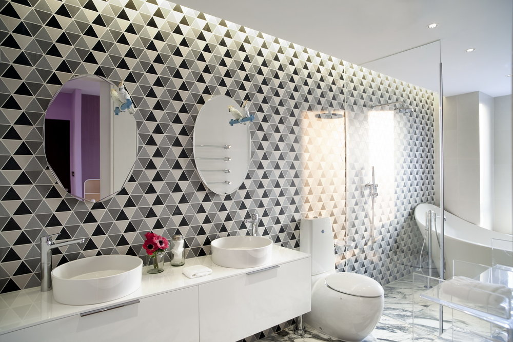 MASTER BATHROOM Elegant fixtures provided by Laufen and the mirrors by Lladro