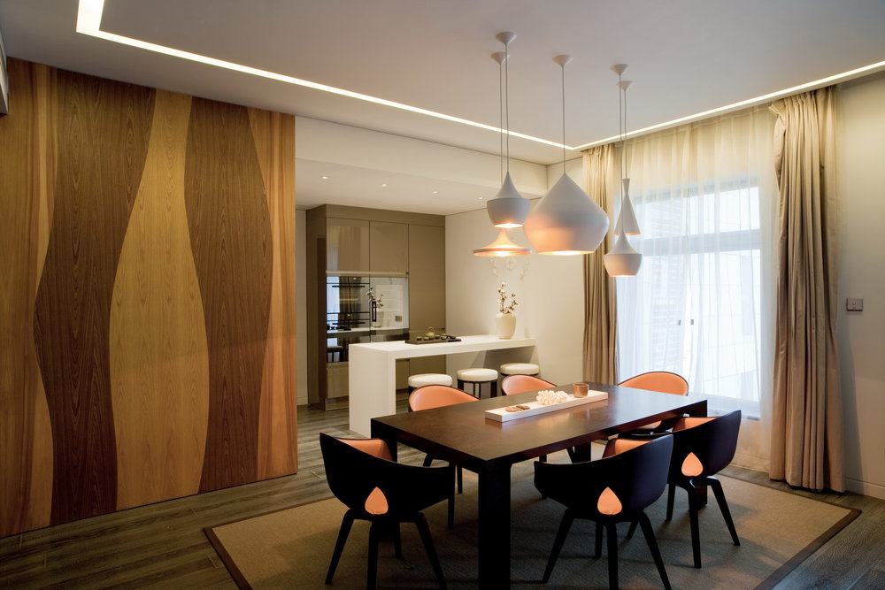 DINING ROOM An organic environment created by the mixture of wood finishes and warm shade colors. The Cassina dining table is surrounded by Frau chairs and adorned by the iconic Tom Dixon Beat Lights
