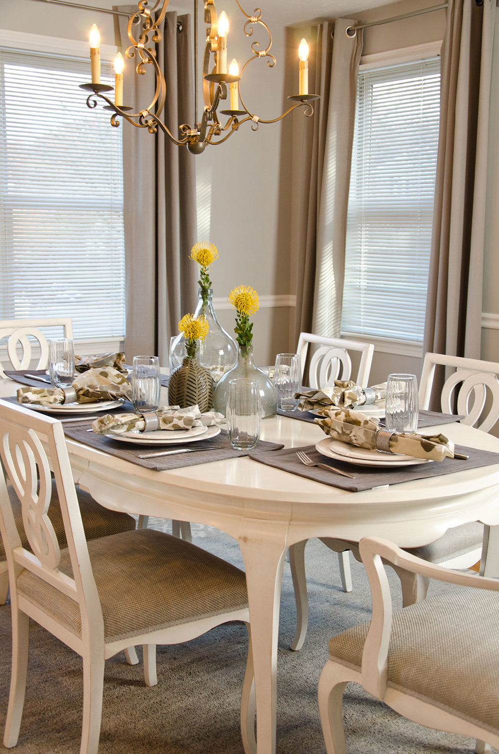 Quincy, MA dining room interior by Susan Curtis Interiors
