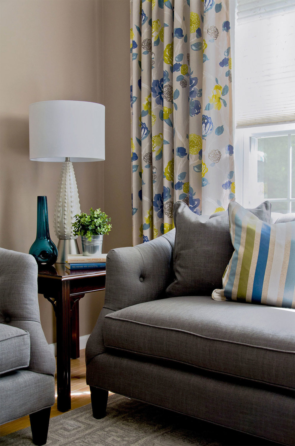Plymouth, MA living room interior design by Susan Curtis Interiors
