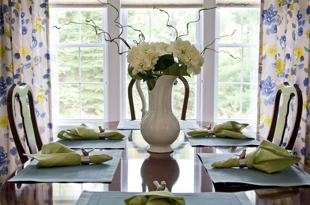 Plymouth, MA dining room interior by Susan Curtis Interiors