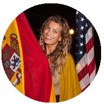 Yasiara Ortiz con banderas del mundo