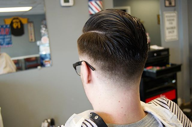 We threw some uppercut deluxe in to make my dudes hair  pop for the weekend! 💥. Looking forward to another great week! Zach has appointments available all throughout the week while Corey will be doing walk ins if you aren't able to schedule one! Or just stop in and say hey! 🤙🏻💈. #barbershop #barbershopconnect #yeahthatgreenville #taylors #barberevo #zachs #themilkman #uppercut #uppercutdeluxe