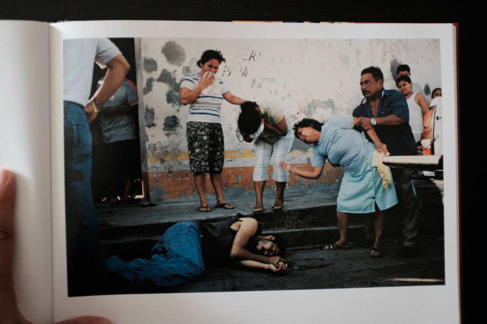 Tenosiqie, Mexico 2007 (Murder outside a bar) ©Alex Webb