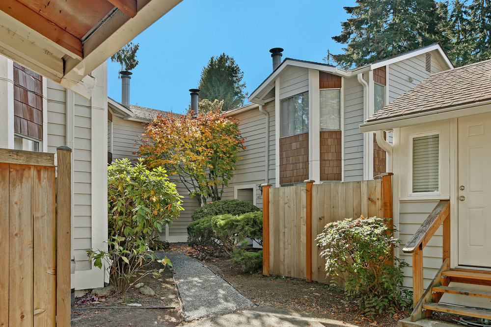 Shoreline Townhome - 917 N 200th St, #402, Shoreline WA 98133