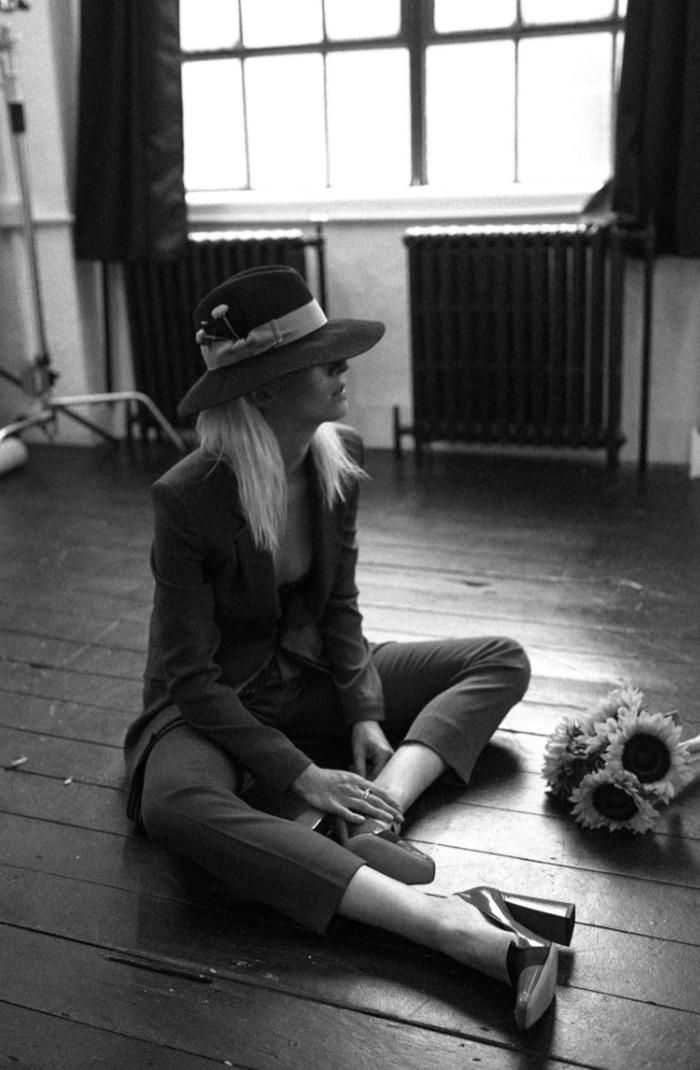 Suit: Diane von Furstenberg  / Shoes: Bally / Hat: stylist's own