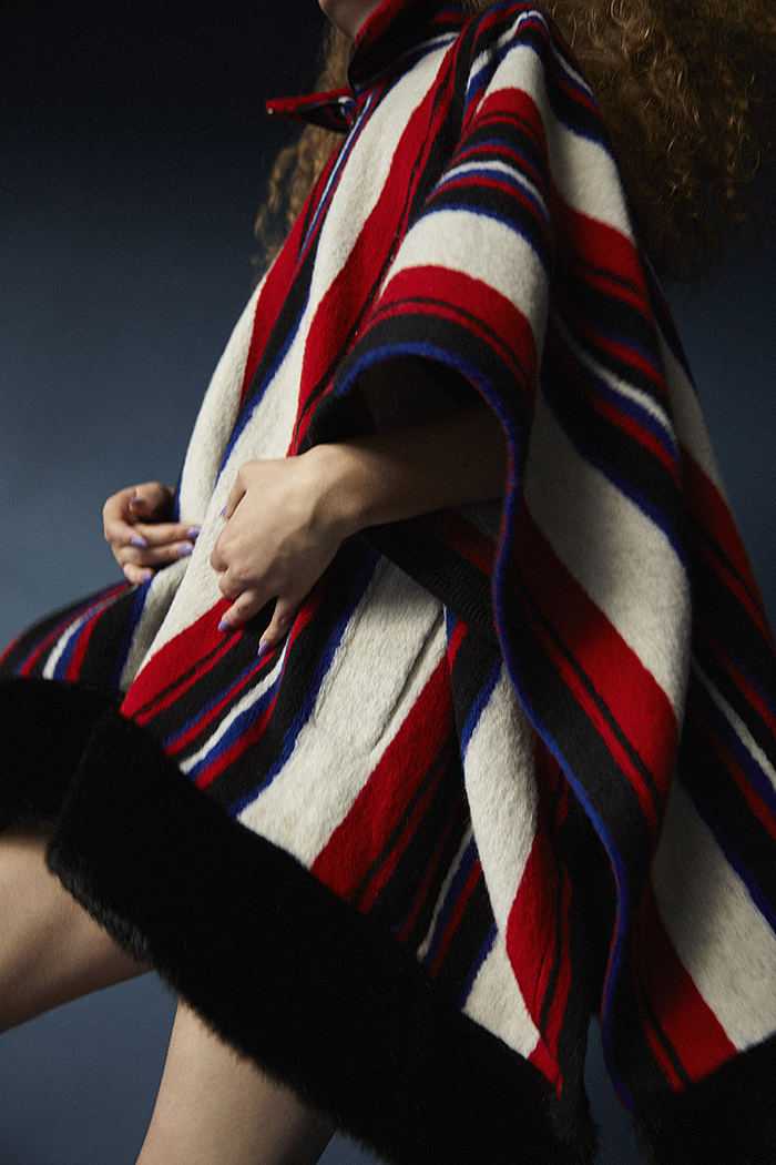 Erin wears striped cape by Heohwan Simulation