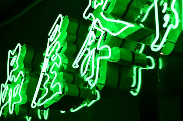 tea-room-neon-596baa8c53660.jpg