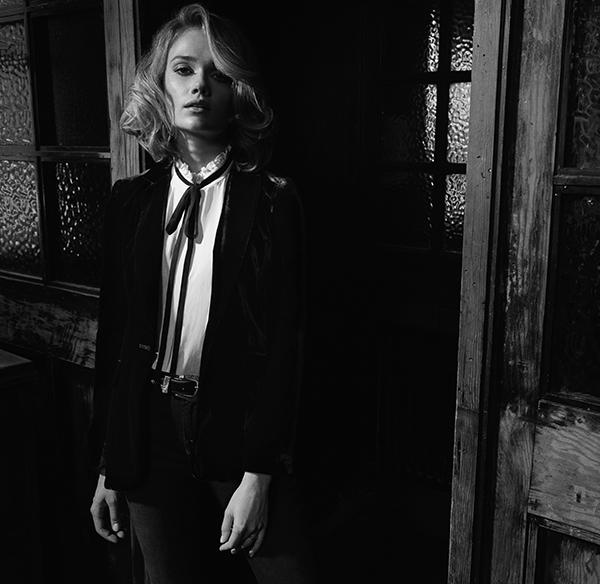 Blouse, velvet jacket and jeans: Frame Denim / Rings: Stone Paris & Shaun Leane / Belt: stylist's own