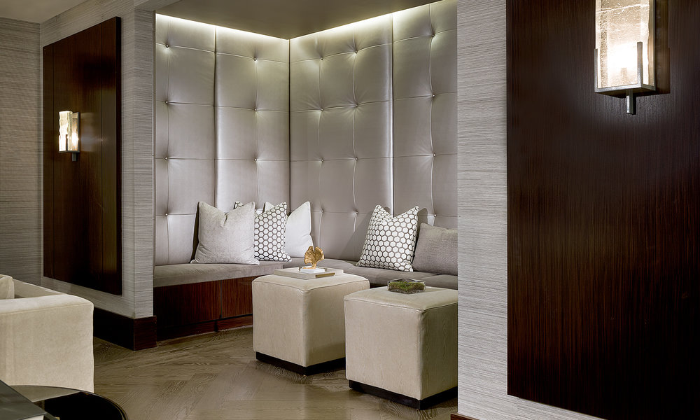 COMFORT AND STYLE IN THE ONYX LOUNGE