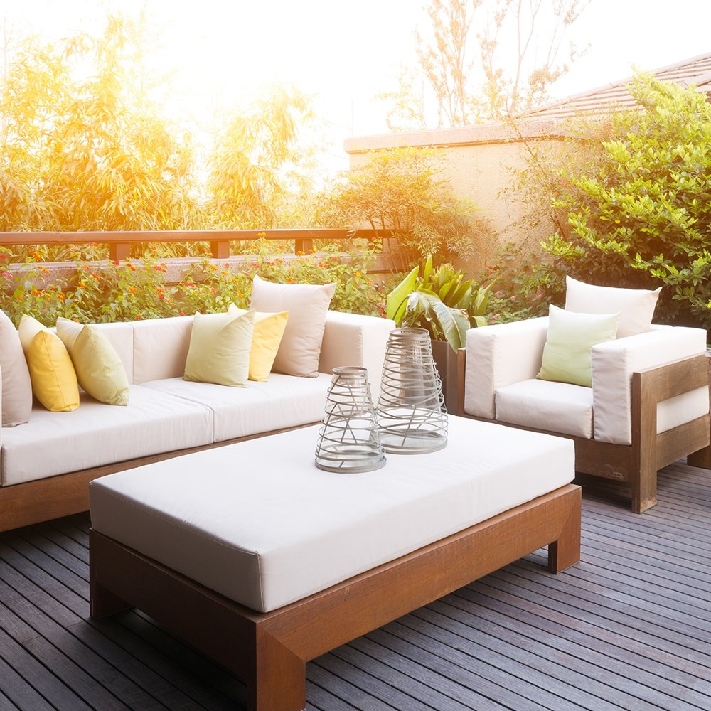 Sunny-Outdoor-Entertainment-Space