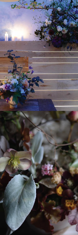 """DIE VERÄNDERUNG - Die Blumen sind zu mir gekommen…glaube ich…Meine Kindheit war von Natur geprägt und ich danke meiner Mutter, dass sie den Samen, für meine Gartenliebe, so tief in mir gepflanzt hat.Ich erinnere mich an mein Radieschenbeet und wie ich im Wald kleine Lärchenspornsträußchen gemacht habe, um sie mit Nachbarn gegen Traubenzucker zu tauschen.Ich sehe oft die erdigen Hände meiner Mutter vor mir, der es am besten geht, wenn sie mit beiden Händen (ohne Handschuhe!) tief in der Erde graben kann. Und das rumkruschen draußen hab ich definitiv von meinem Vater.Es hat eine Weile gebraucht, bis ich die Hinweise des Universums verstanden und die Stimme meines Herzens gehört habe. 20 Jahre ungefähr…Ich erinnere mich genau, wie ich auf der Treppe zum Garten sitze und es aus mir heraus sagt: """"mach den Laden zu""""Und das hab ich dann auch gemacht…Dieser Moment auf der Treppe war der Beginn von Ikoflowers. Das wusste ich nur noch nicht.Erstmal habe ich den Laden geschlossen, bin alleine mit mir ans Meer gefahren und habe aufgeräumt, aber das größte Geschenk an mich und die Initialzündung war mein Workshop in New York, bei Saipua.Ich tat etwas, von dem ich jahrelang geglaubt hatte, es sei nicht möglich…Sarah Ryhanens Art mit Blumen zu arbeiten hat einen inneren Tsunami in mir ausgelöst.2017 gründete ich Ikoflowers, während der Rest des Lebens sich wie ein wunderschönes Puzzle zusammen fügte.Neben meinem Blumenstudio entstand Renés Atelier und Toms Restaurant . Heute sind wir zusammen das IKO, benannt nach dem Ikosaeder."""