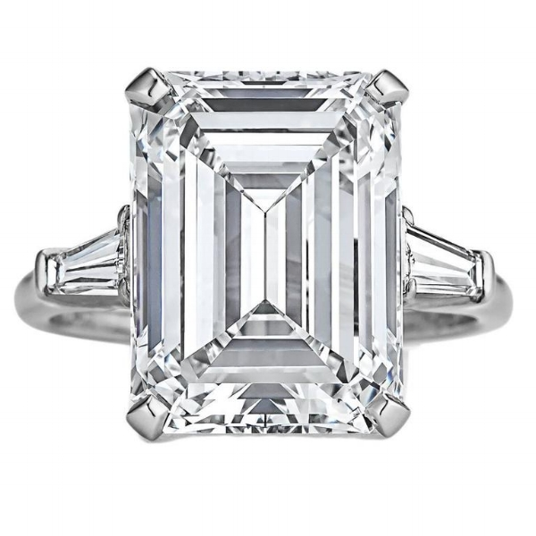 Fit for a queen. 7.71ct emerald cut from Harry Winston. Courtesy of 1stdibs.com