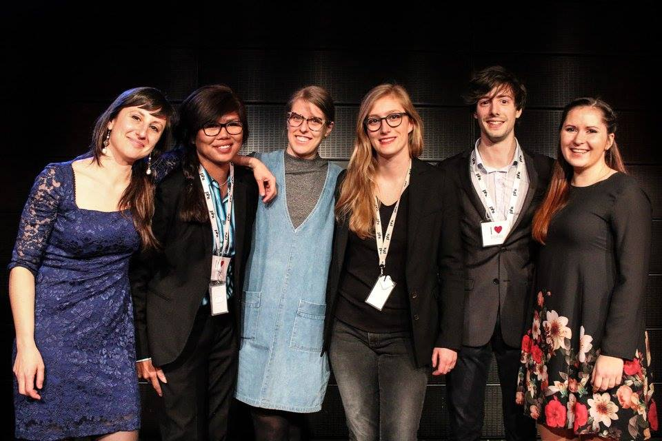 L'équipe STORIES sur scène lors de l'événement  #FrontièresWalls  en 2016.