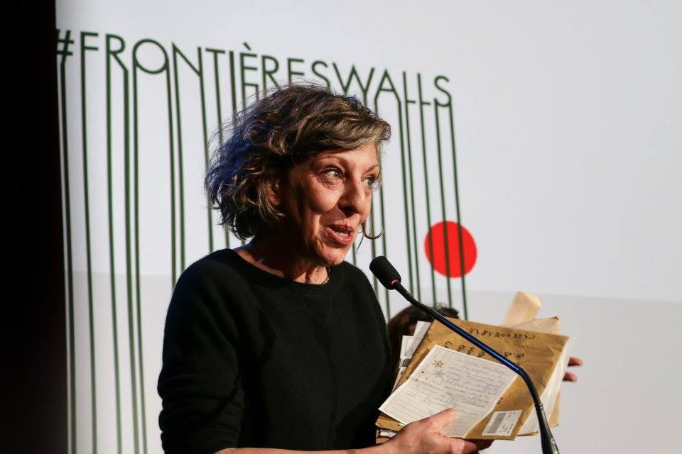 Danielle Létourneau présente son projet 25 000 Tuques, sur scène avec STORIES. 2016.