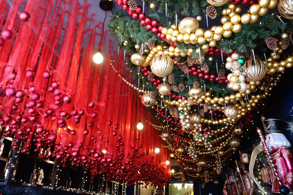 Miracle on 7th Street - the pop-up Christmas Bar - a tour and review ...