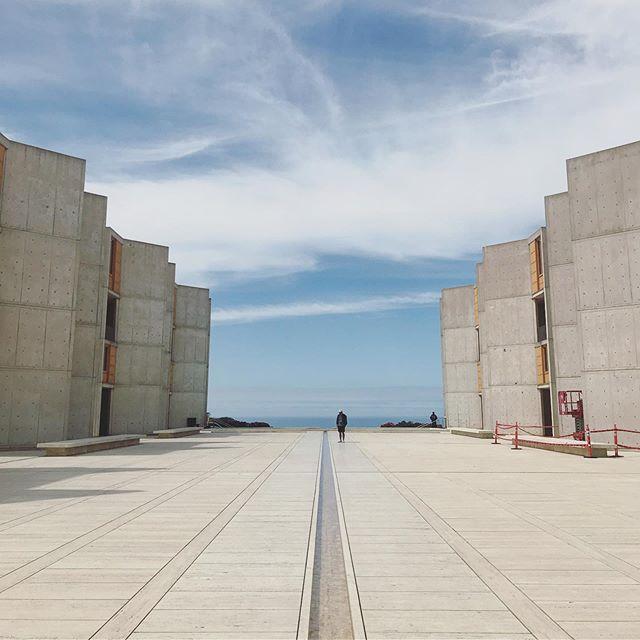 A building of wonders💭 #louiskahn