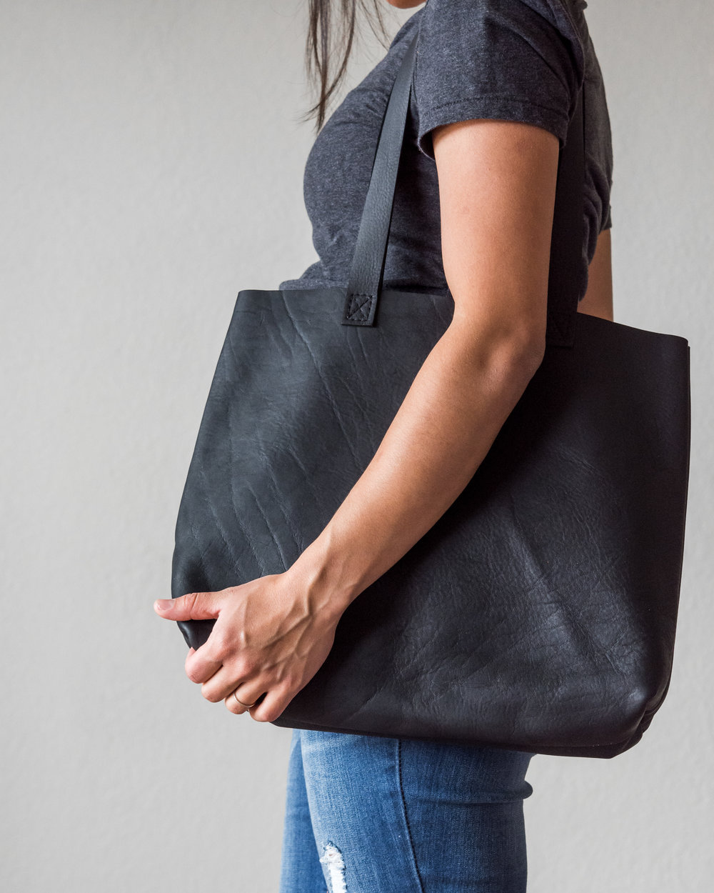 classic leather tote in black 4.jpg