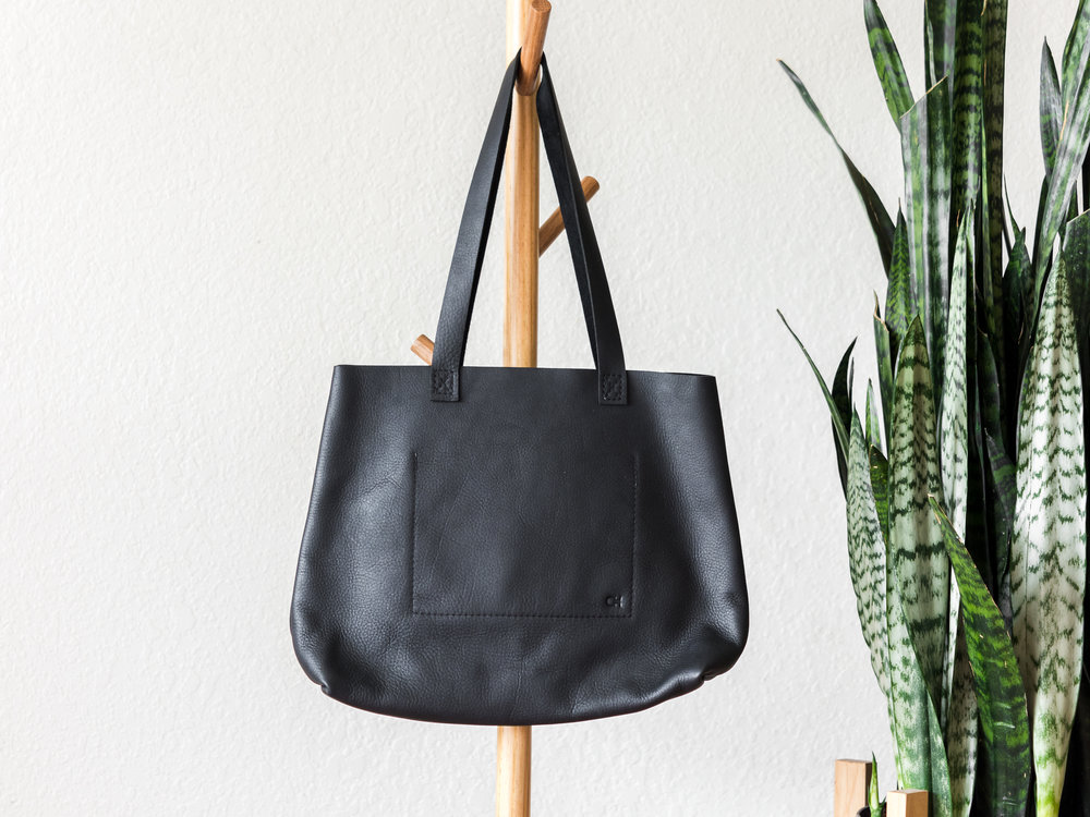 classic leather tote in black2.jpg