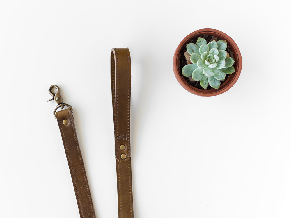 olive leather dog leash.jpg