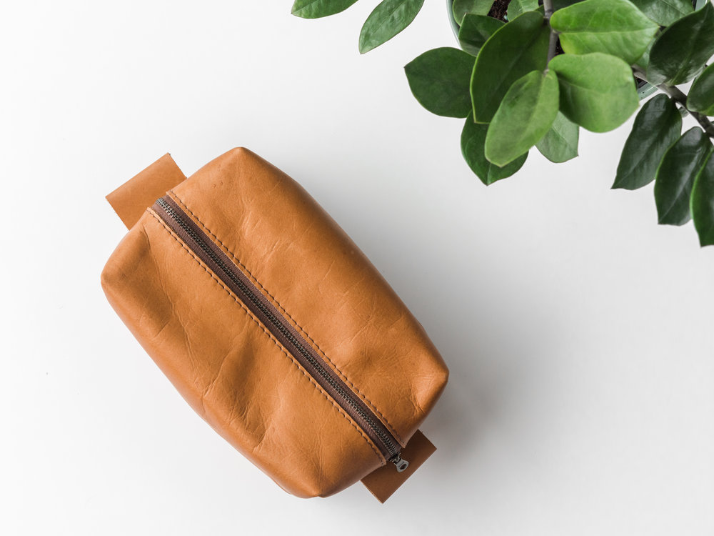 leather dopp kit tan1.jpg