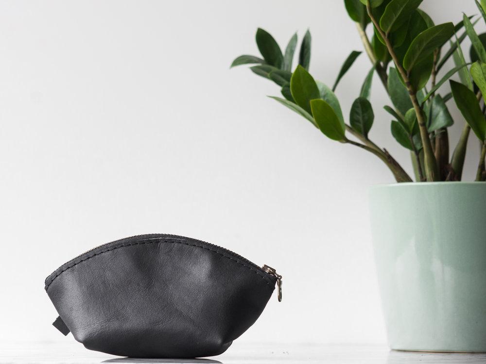 mini black dumpling pouch2.jpg