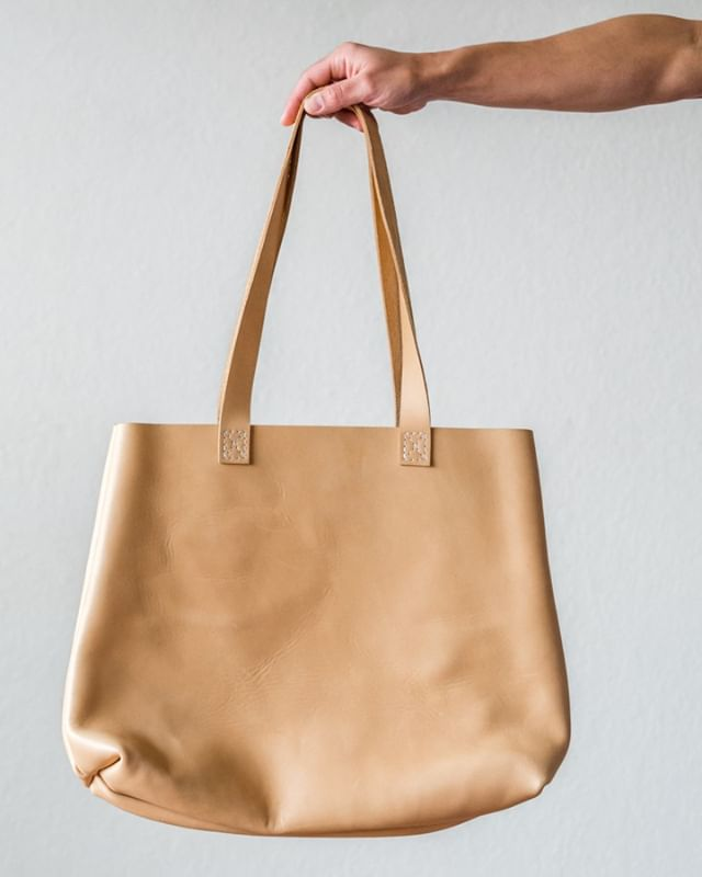 our classic leather tote in a small batch of natural leather 😍 . . . . .  #postitfortheaesthetic #thehappynow #theeverydaygirl #makeitblissful #abmhappylife #littlestoriesofmylife #momentsofmine #livethelittlethings #thedarlingmovement #alifeofintention #embracingtheseasons #gatheredstyle #seeksimplicity #slowliving #stylingtheseasons #verilymoment #thatauthenticfeeling #momentslikethese #chooselovely #bedeeplyrooted #makemoments #waketomake #darlingdaily #thepursuitofjoyproject #aquietstyle #nothingisordinary #calledtobecreative #alittlebeautyeveryday #makersmovement #flashesofdelight