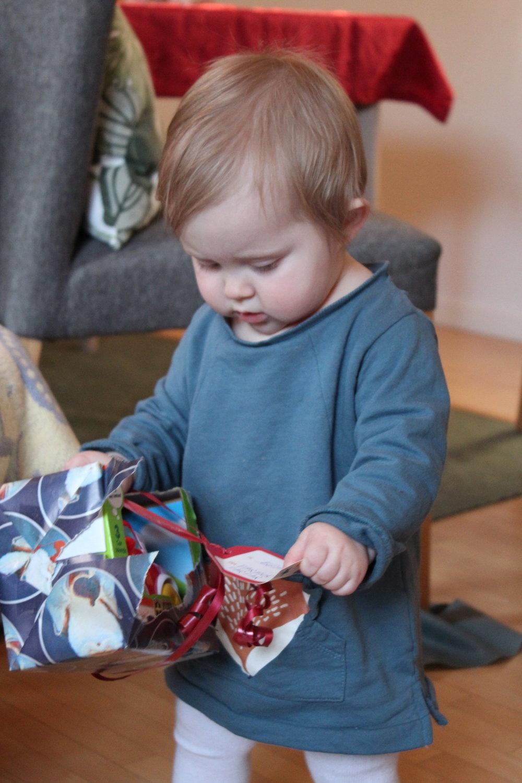 Edith och första julklappen