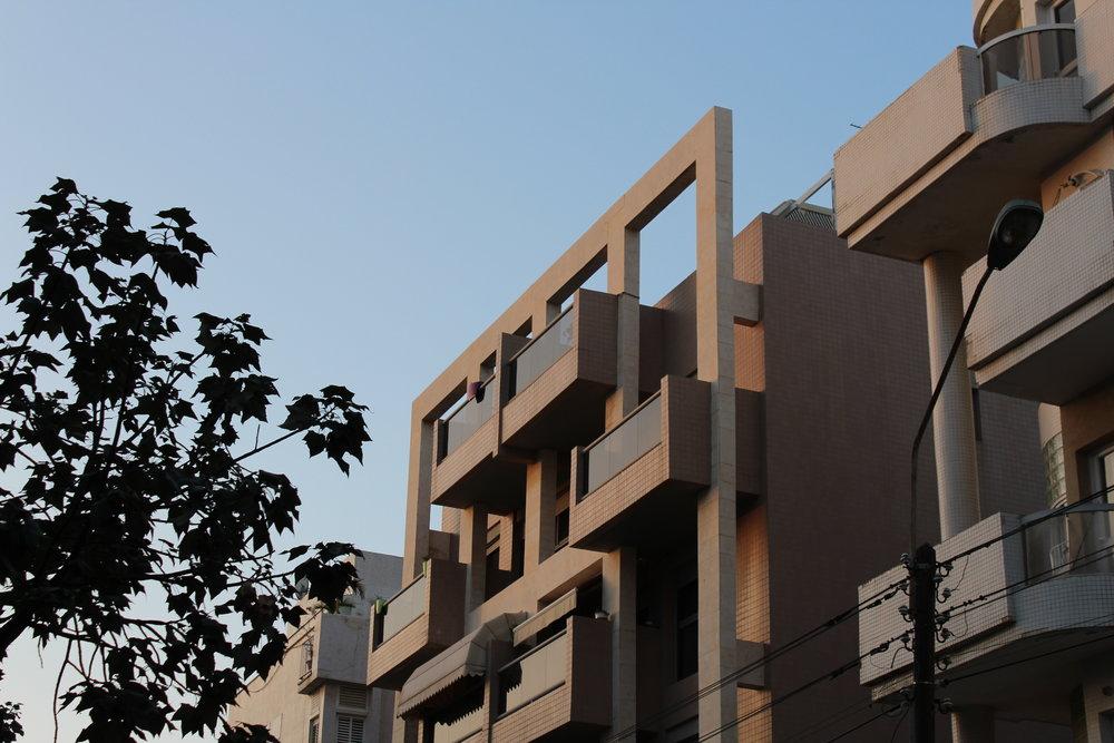 Även arkitekturen i Tel Aviv är spännande. Nutida blandas med Bauhaus och enklare, äldre, stenhus.