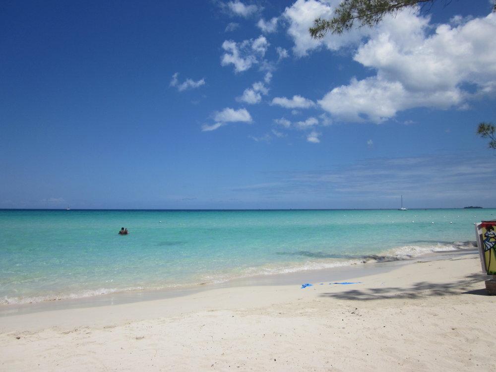 Negril Beach, Jamaica. Målbild: hitta en lika fin strand i närheten av Singapore.