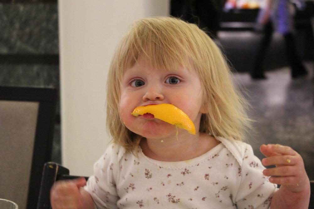 Apelsinerna vad också goda! Denna bilden fick vi öva lite för… :)
