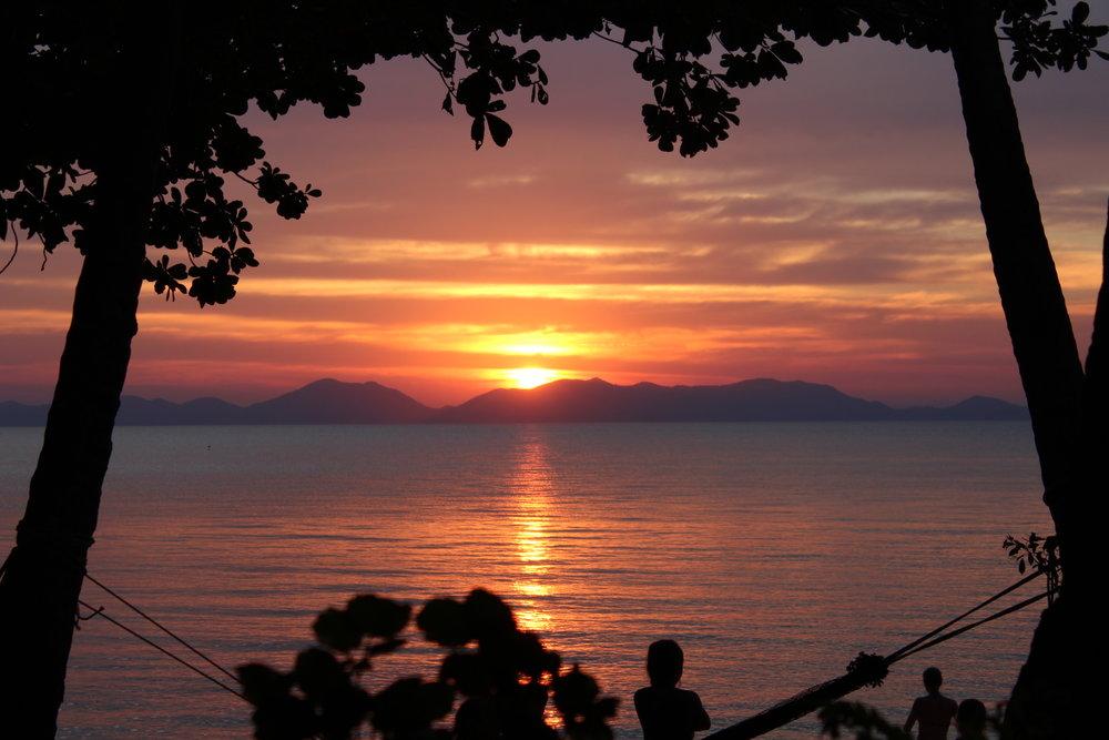 Solnedgångarna på Klong Muang stranden är helt fantastiska