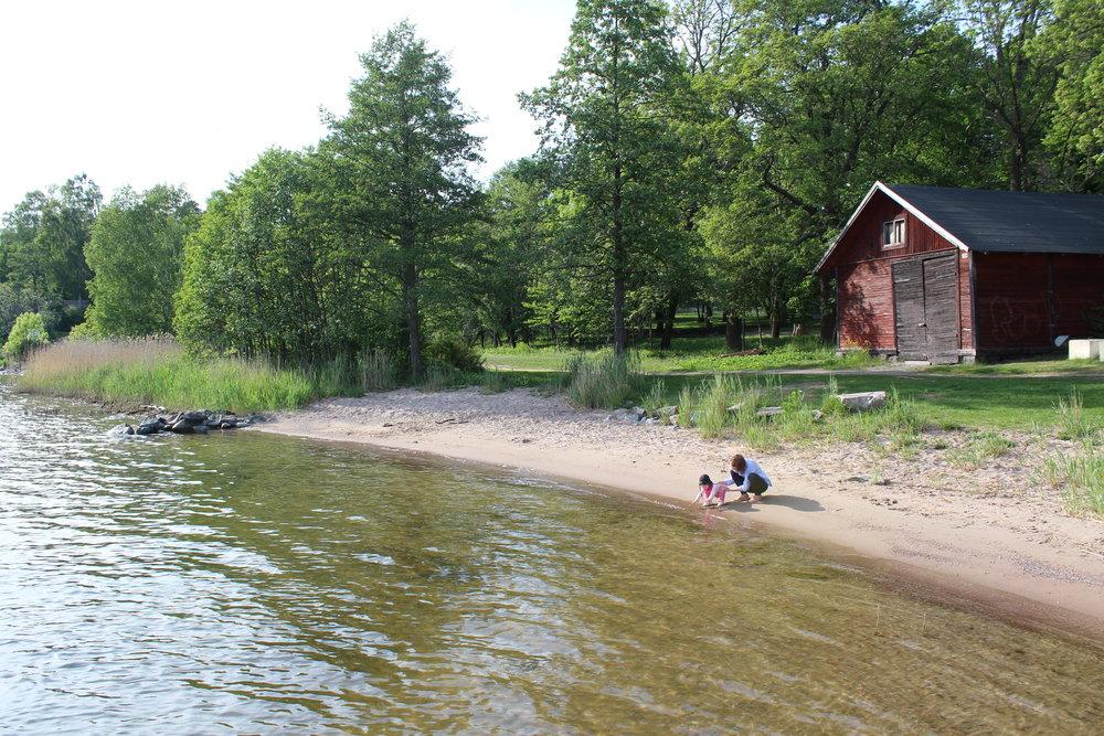 Vår närmaste strand hemma på Vaxholm!