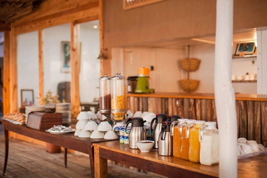 8am : Grab breakfast in the lounge or take it down to the beach -