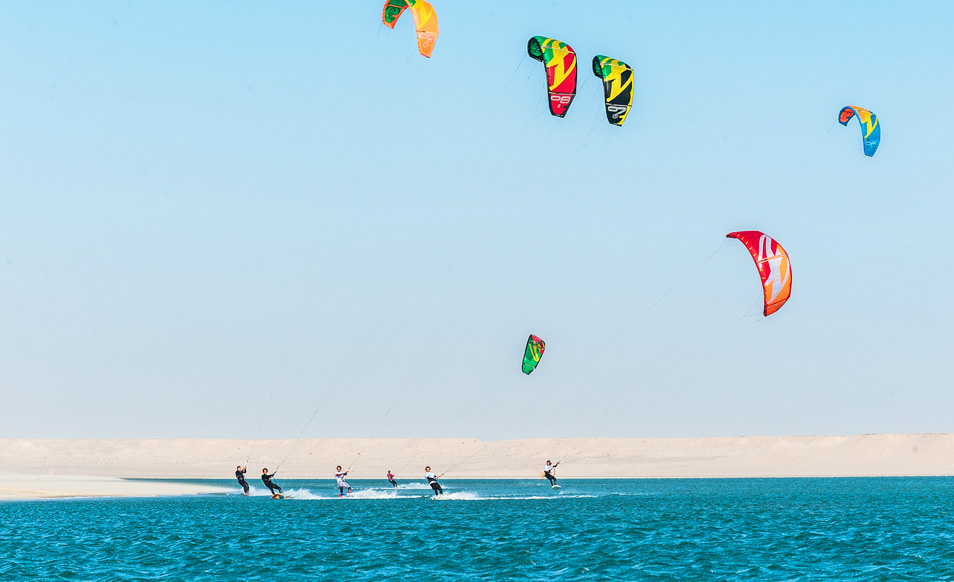 9:30am : Jump into the water for a morning kite in the lagoon -