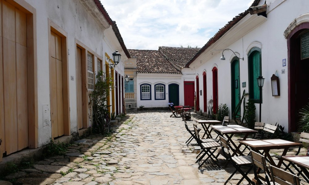 Getting lost among the beautiful colonial homes in Paraty