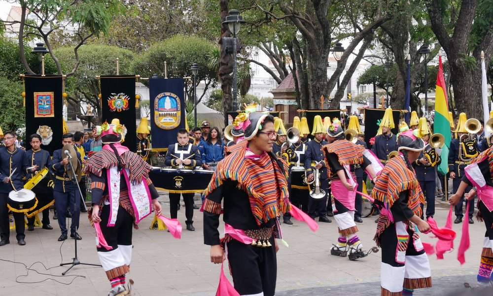 A local festival in the Plaza de 25 de Mayo