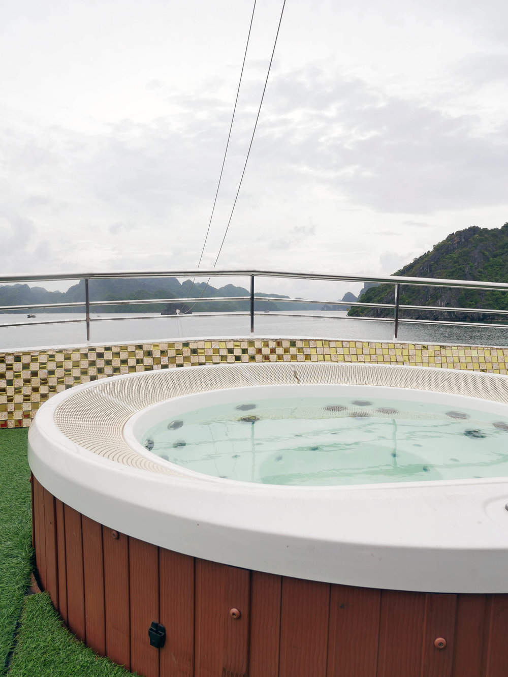 Jacuzzi on the middle deck